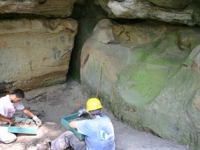forest-service-archaeologists-and-siu-students-excavating-at-whestone-shelter-site-2007