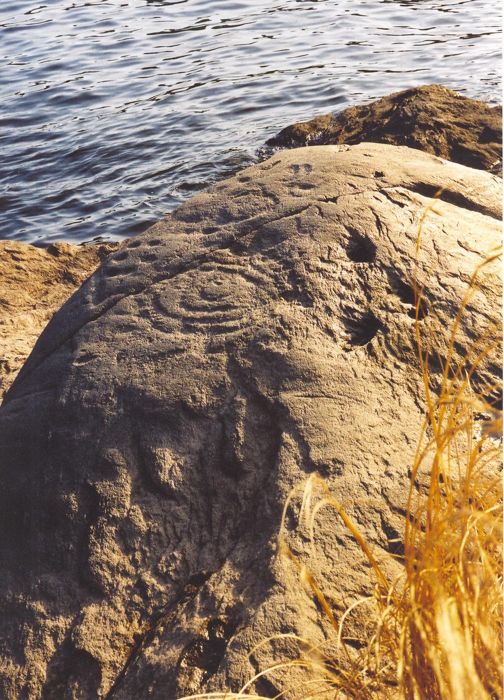 circle-rock-petroglyphs